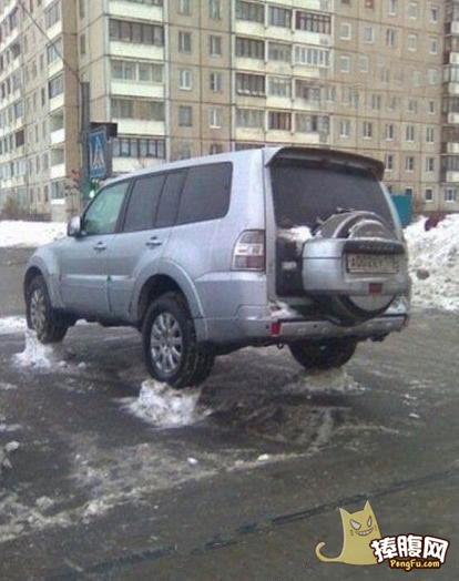 这扫雪的环卫工人是个人才啊图片