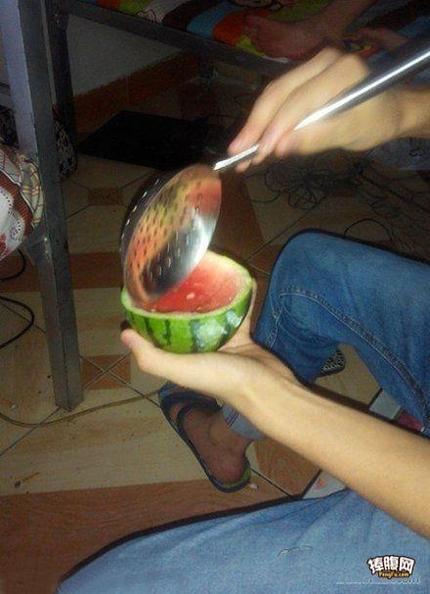 吃西瓜的正确方式~